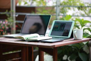 Est-il préférable d'utiliser une tablette ou un ordinateur pour travailler ?
